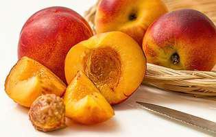 Nectarinele previn anemia la copii. 10 beneficii pe care le au aceste fructe pentru copii și adulți