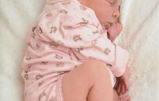 Beneficii surprinzătoare ale alăptării copilului pe timpul nopții