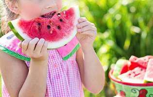 Semințele de pepene roșu sunt nutritive. Cum le consumi și 11 beneficii pe care le au