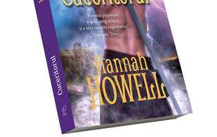 """""""Cuceritorul"""" de Hannah Howell, pasiune și primejdie în vechea Scoție - coperta"""