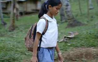 Coșmarul unei fetițe din Filipine: două mâini îi atârnă din abdomen | GALERIE FOTO