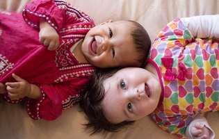 Care este vârsta la care bebelușul începe să râdă