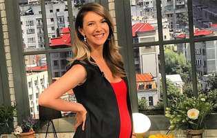 Adela Popescu a fost criticată, după ce a făcut publice niște imagini cu ea, însărcinată în șase luni. Ce i s-a reproșat