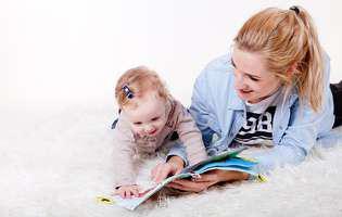 Beneficiile citirii cu voce tare la copilul de doi ani