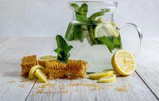 5 beneficii surprinzătoare pe care le are apa cu miere