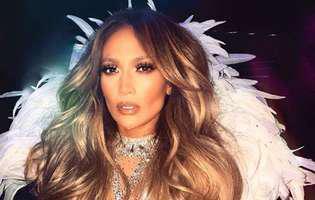 Jennifer Lopez a cazut pe scena