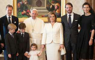 Cu totul neașteptat și atipic: Familia regală a pozat în blugi!