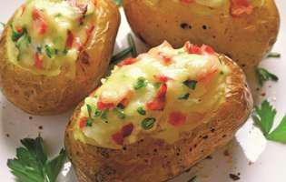 Cartofi umpluţi cu bacon si cașcaval