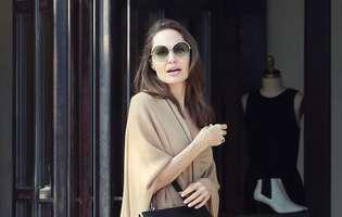 Angelina Jolie, cu sânii la vedere la 5 ani de la dubla mastectomie. Decolteul îndrăzneț i-a jucat feste