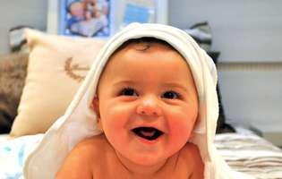 Baia unui bebeluș. Cum îi faci baie și de ce trebuie să ții cont