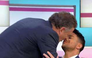 Piers Morgan si Peter Andre s-au sarutat