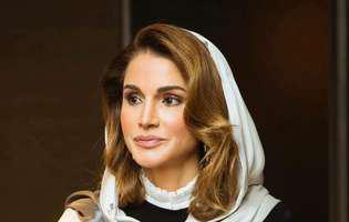 Ce fete frumoase are regina Rania a Iordaniei! Una dintre ele a absolvit Academia Militară