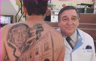 tatuat chipul medicului care l-a scapat de cancer