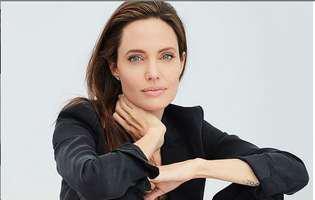 Angelina Jolie a pozat complet goală la 44 de ani.Cine a ajutat-o să treacă peste divorțul de Brad Pitt