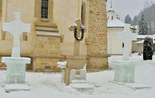 ce spune tradiția despre crucea de Bobotează din gheață