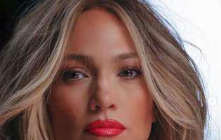 Jennifer Lopez cu ridurile la vedere