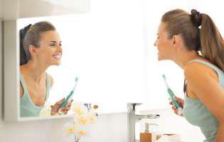 Pasta de dinți cu calciu nu înlocuiește pasta de dinți uzuală.