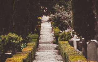(Publicitate) Care sunt obiceiurile traditionale ale romanilor la inmormantare?