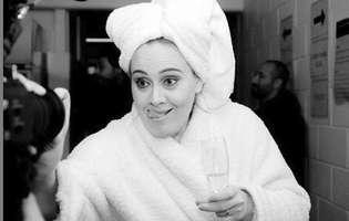 Adele si Jennifer Lawrence au petrecut intr-un club gay