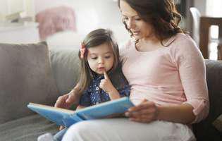 Cum ajuți copilul bilingv să vorbească mai repede. Expune-l mai mult la limba pe care o vorbește mai greu