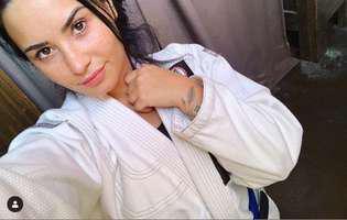 Demi Lovato i-a tras antrenorului un pumn de i-a scos un dinte