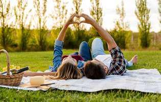 Cum să ai o relație împlinită: Cultivă admirația și pasiunea