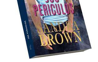 Joc periculos de Sandra Brown, copertă