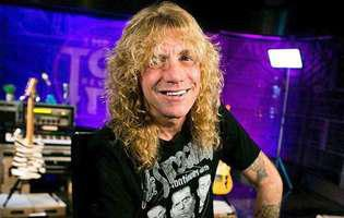 Steven Adler s-a injunghiat
