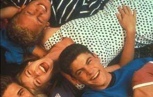 actritele din Beverly Hills 90210 s-au pozat in costum de baie