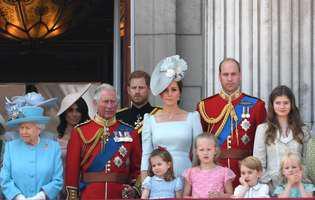 Fotografii identice, făcute la 64 de ani distanță: prințul George chiar seamănă cu bunicul său, prințul Charles!