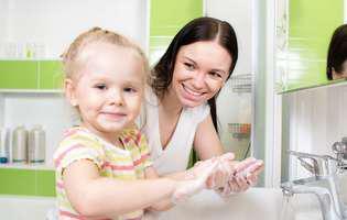 Cum previi enterocolita: spală-te bine pe mâini înainte de a mânca