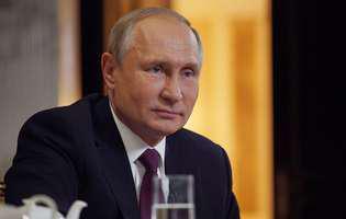 Oliver Stone i-a cerut lui Vladimir Putin sa-i boteze fata