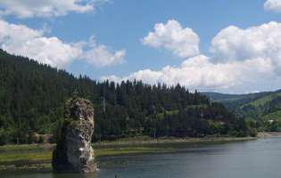 Stânca Dracului, un colț de munte ridicat misterios din apele Bistriței