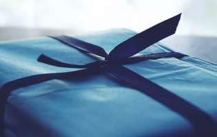 (Publicitate) Cum oferi un cadou? 7 reguli și greșeli pe care să le știi