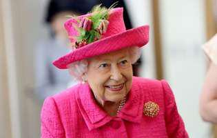 Suma uriașă pe care o cheltuie de Crăciun regina Elisabeta a II-a. Cadoul neobișnuit pe care l-a primit de la prințul Harry