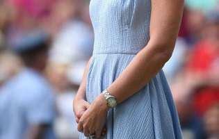 Motivul pentru care Kate Middleton a purtat o fundiță în piept la Wimbledon. Nu este un simplu accesoriu. Are o semnificație aparte