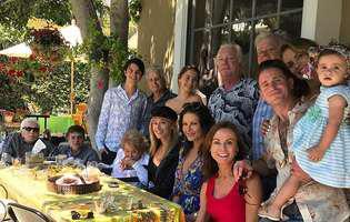 Imaginile cu Michaell Douglas și Catherine Zeta-Jones, la o masă în familie, au cucerit internetul. Detaliul oberservat de fani