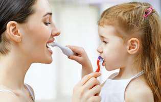 Cum putem preveni cariile dinților de lapte: periajul