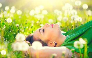 Cum te eliberezi de gânduri negative. Concentrează-te pe respirație