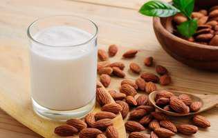 Cum să faci singură laptele de migdale acasă