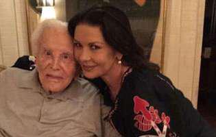 """Kirk Douglas și-a implorat fiul să-i îndeplinească o singură dorință la aniversarea lui de 103 de ani. Ce a cerut actorul: """"M-a implorat, cu lacrimi în ochi"""""""