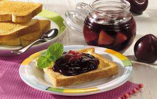 Gem de prune pentru micul dejun