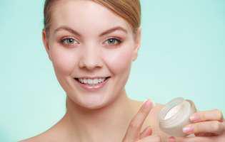 De ce e bine să ai în casă vaselina cosmetică