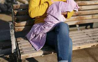 Deea Maxer a alăptat în public, pe o bancă în parc. Ce reacție a avut soțul ei
