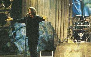 Ozzy Osbourne si-a amanat de doua ori turneul