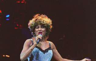 Tina Turner l-a facut pe Elton John sa planga