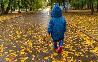 Şapte activităţi pe care le poţi face acasă cu copiii când plouă