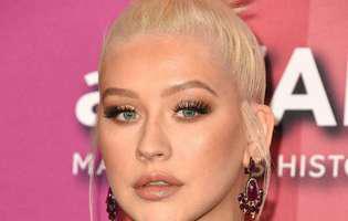 Christina Aguilera a pierdut lupta cu kilogramele.