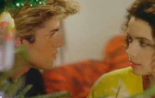 """Sunt 35 de ani de când George Michael lansa cea mai frumoasă melodie de Crăciun, """"Last Christmas"""". Cum arată acum femeia care îi frângea sufletul în videoclip și ce spune despre artist"""