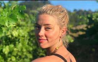 Amber Heard fotografiata sarutand o femeie